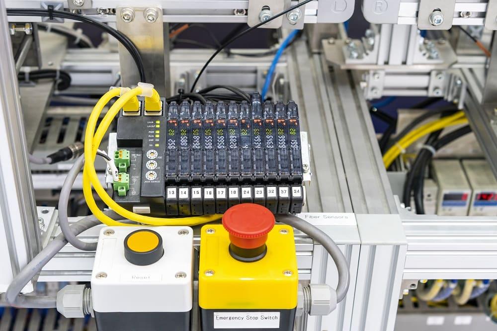 Na czym polega programowanie sterowników PLC?